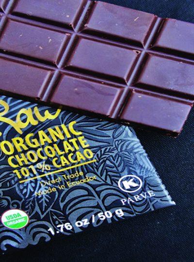 101 keto chocolate bar and case