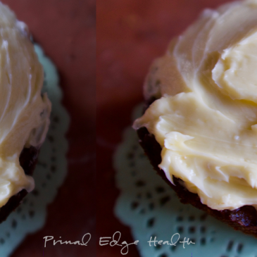 vanilla keto cupcakes featured